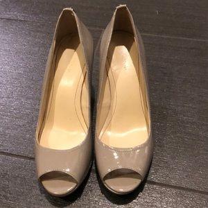 Calvin Klein sz 7.5 peep toe heels!